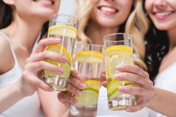 11 причин, почему нужно начать пить эту лимонную воду прямо сейчас!