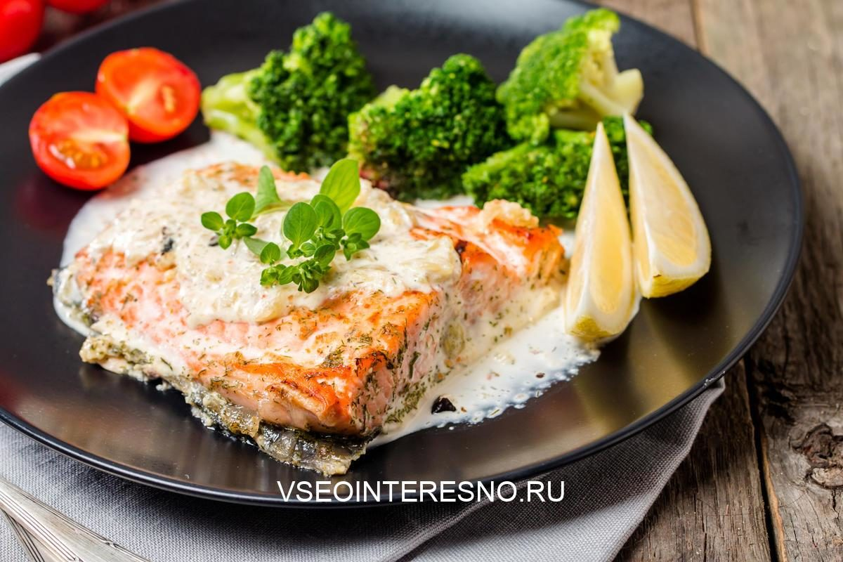 grilled-salmon-steak-with-cream-sauce