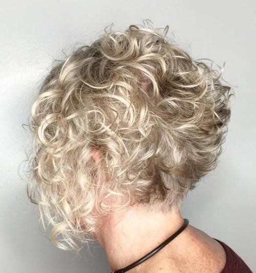 19-short-curly-blonde-bob-1-9312447