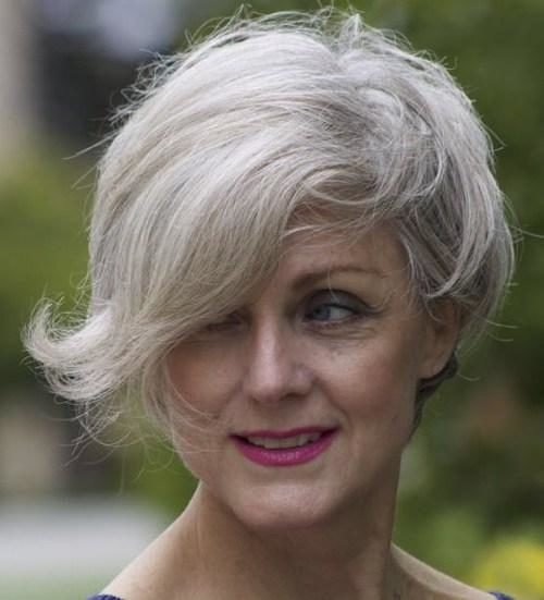 19-short-gray-hairstyle-for-women-over-50-1-2109173