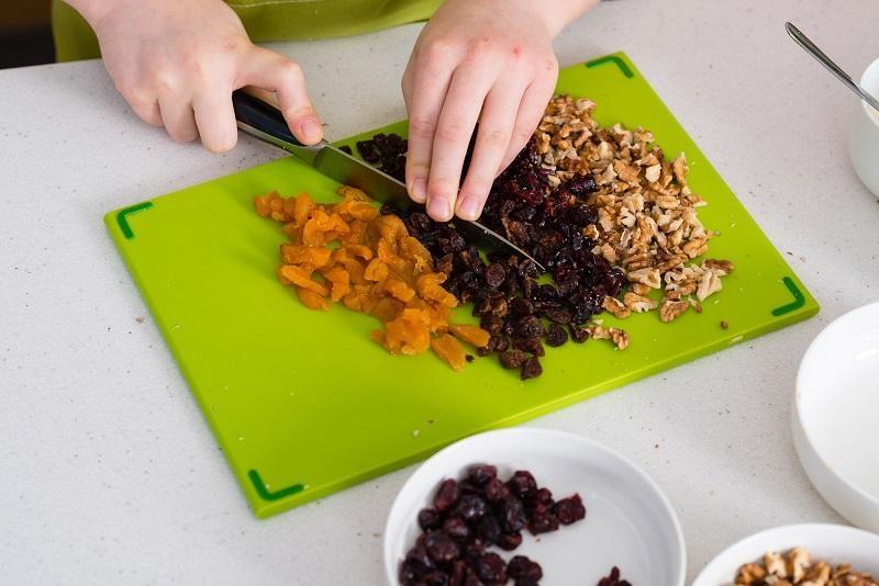preparing-granola-in-the-kitchen-at-home