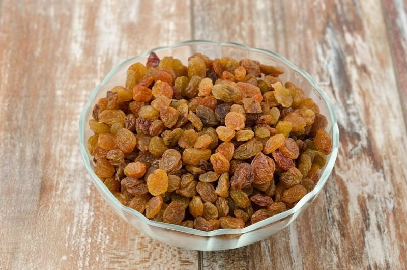glass-bowl-with-sultana-raisins-top-view