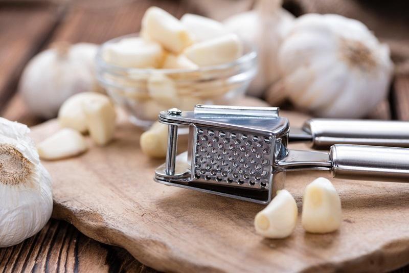 garlic-press-with-fresh-garlic