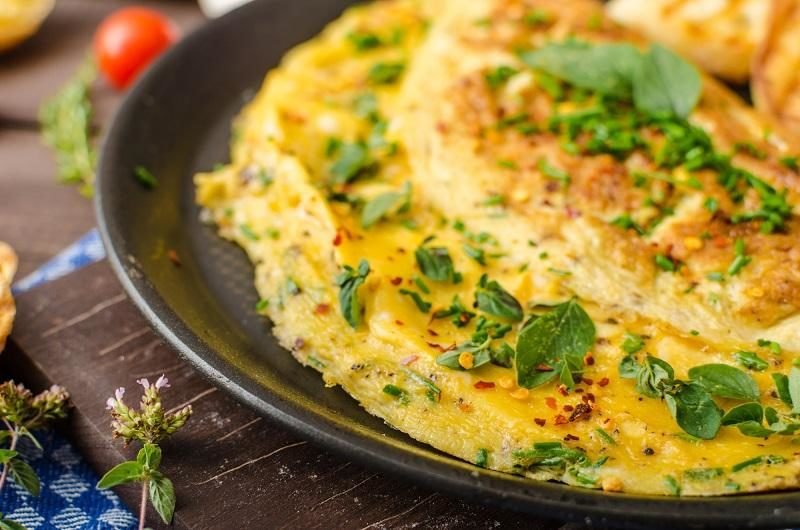 herb-omelette-with-chives-and-oregano-sprinkled-with-herb-omelette-with-chili-flakes
