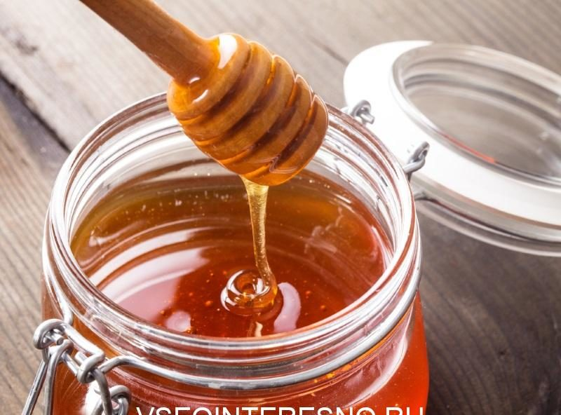 honey-drip-in-jar-on-the-table