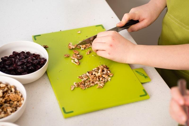 chopping-walnuts