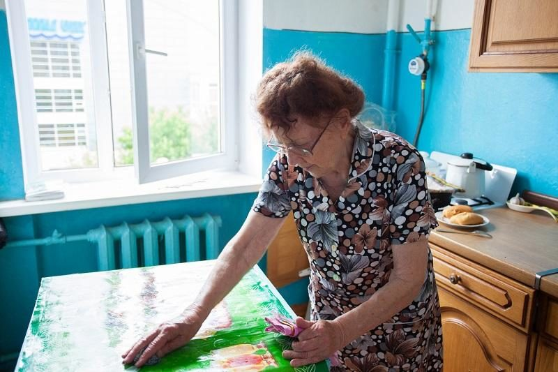 elderly-woman-on-the-kitchen