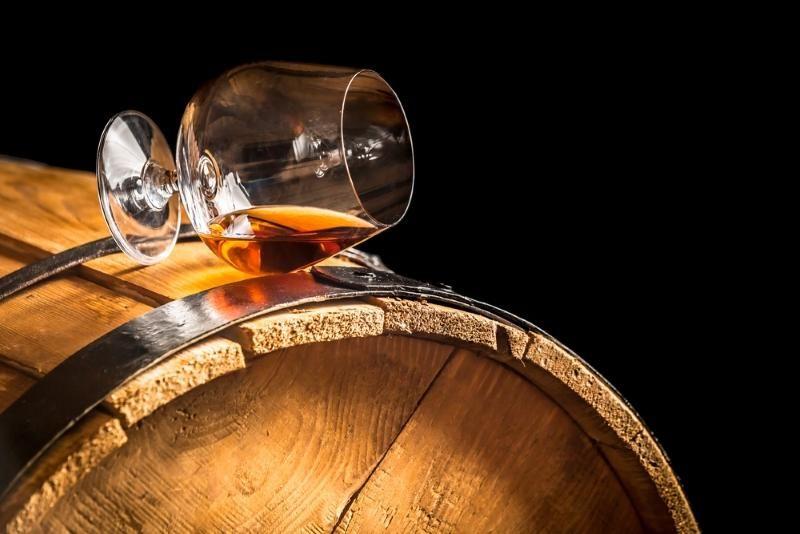glass-of-cognac-on-the-vintage-barrel