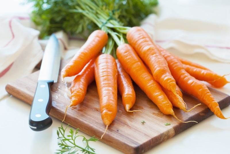 raw-carrot-vegetable-on-wooden-chopping-board
