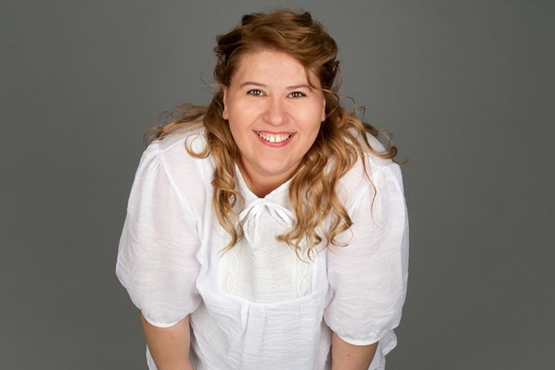 smiling-fat-woman-on-gray-background