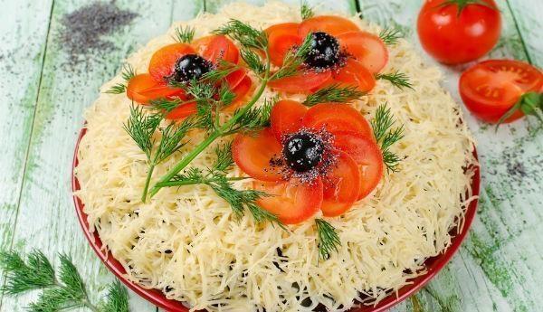 salat-krasnie-maki9-600x345-1-8012568